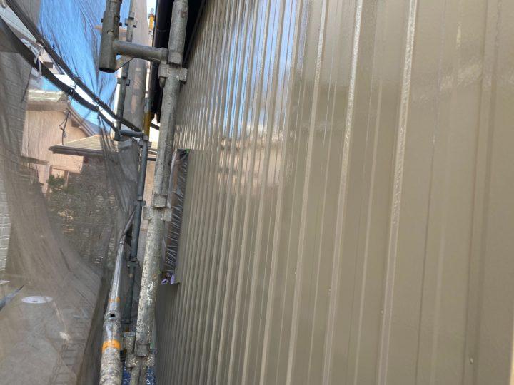 倉庫外壁・中塗り